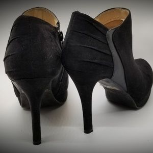 Report Black suede ankle Boots size 7. 5